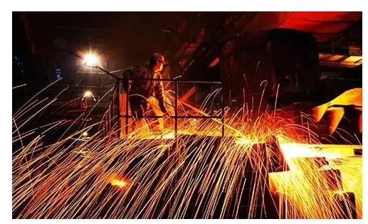 钢材现货价格大幅下挫