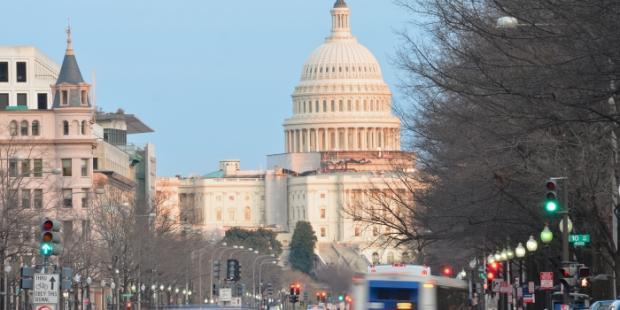 美国总统在国情咨文演讲中强调贸易协定重新谈判与规则强化