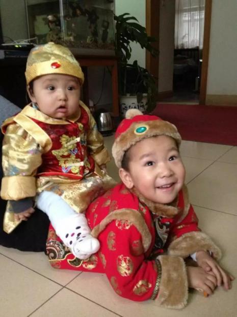 一诺:春节,做个小孩