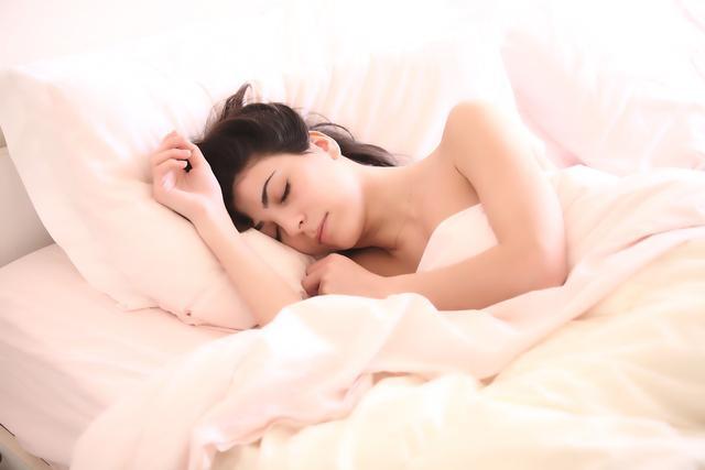 六成90后严重缺觉,睡眠不足如何成为年轻人的贫困危机?