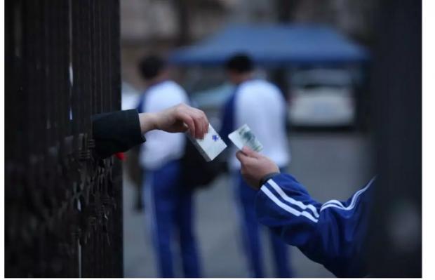 最新报告:最低烟价20元一包,或让青少年远离危害