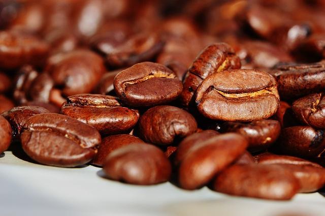 星巴克全球大跌,咖啡经济是如何占领中国的?