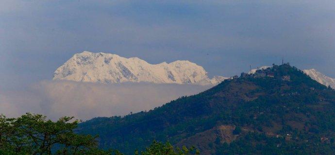 明知尼泊尔苦,为什么偏向苦山行?