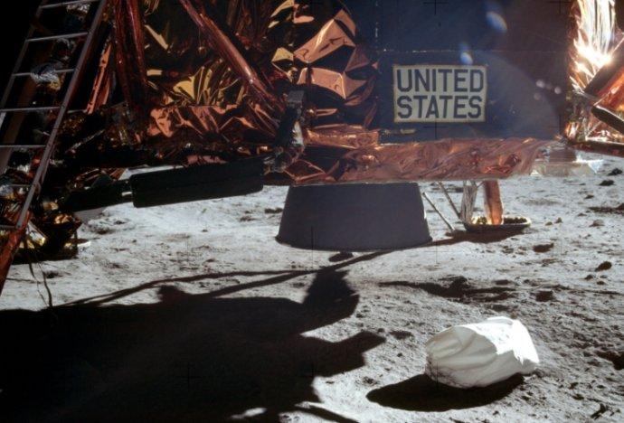 人类第一次登月时的垃圾袋,你见过吗?