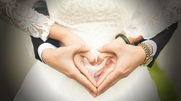"""在线婚恋行业进入""""赢家通吃""""时代,但谁才是真正的""""赢家""""呢?"""