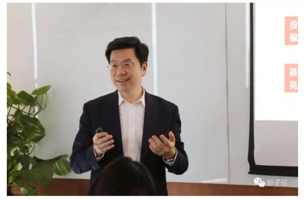李开复创业9年再看世界:中美科技成平行宇宙,VC也要+AI
