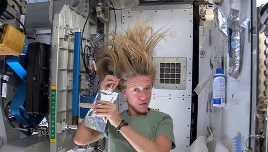 在太空中空间站内部的垃圾原来是这样被清理的?
