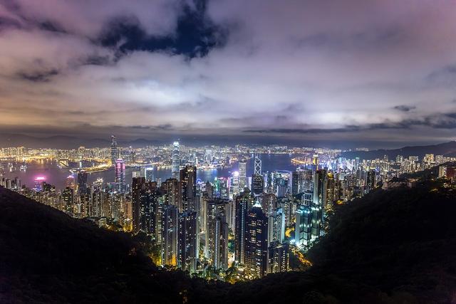 连续十五年暴涨的香港房价,香港楼市魔咒对大陆有何启示?