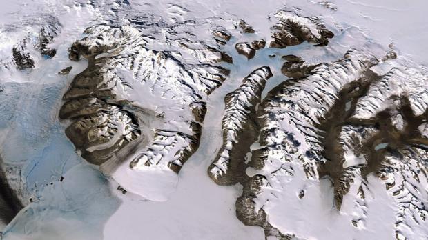 南极冰川26年流失近3万亿吨