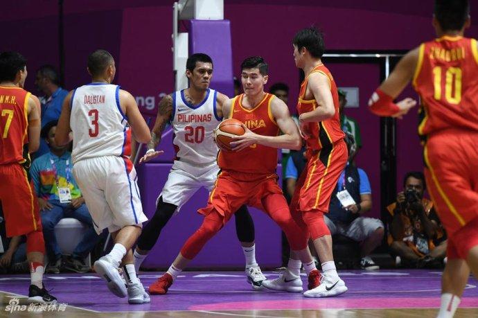 中国男篮险胜菲律宾让姚主席心跳加快