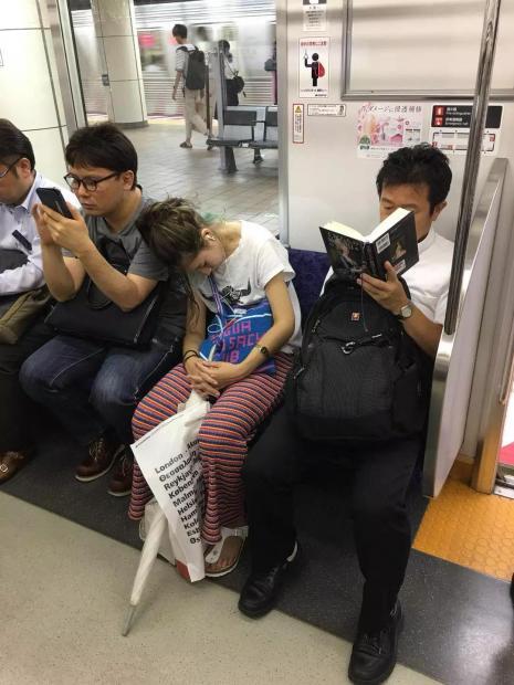 早茶夜读 | 逛书展并不是让人愉悦的事情