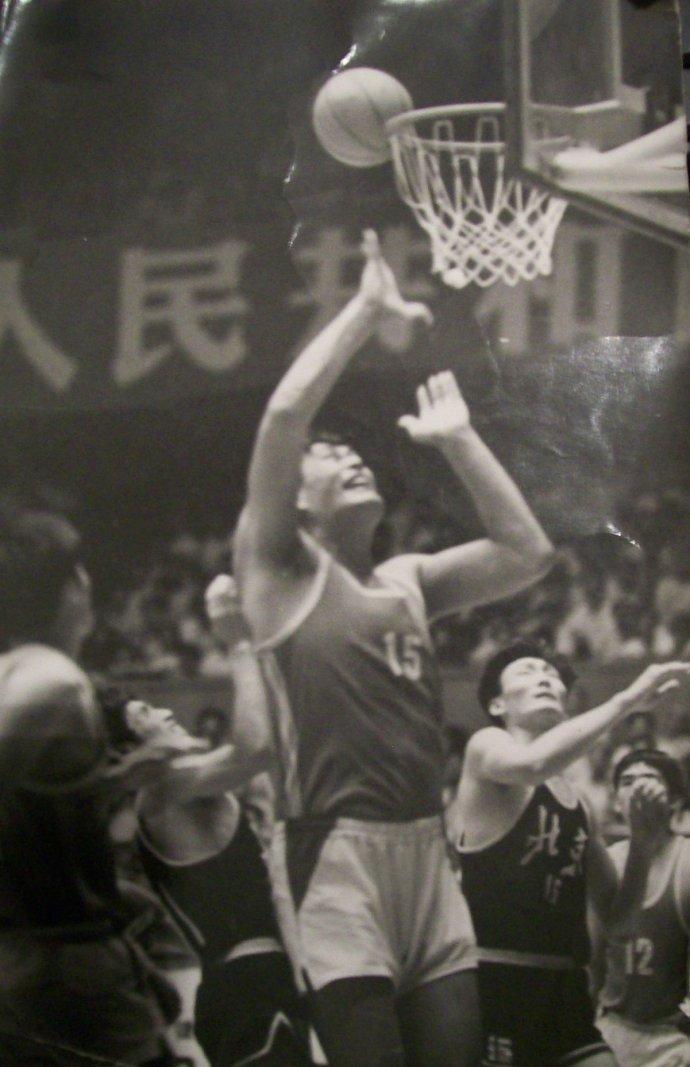 中国男篮的巨无霸穆铁柱逝世10周年
