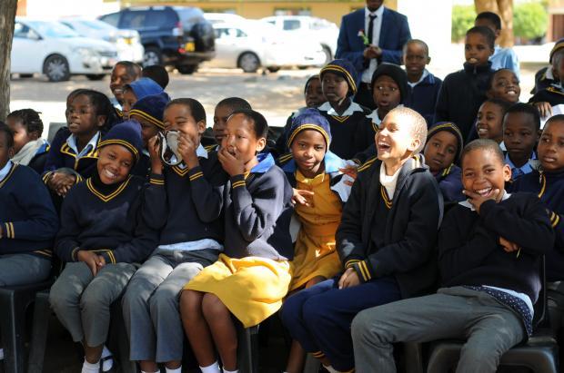 最重视教育的非洲国家:读书全免费,还能领津贴