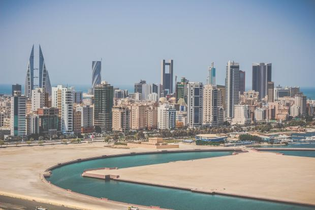 巴林:外商直接投资增加,内部财政困难滞留