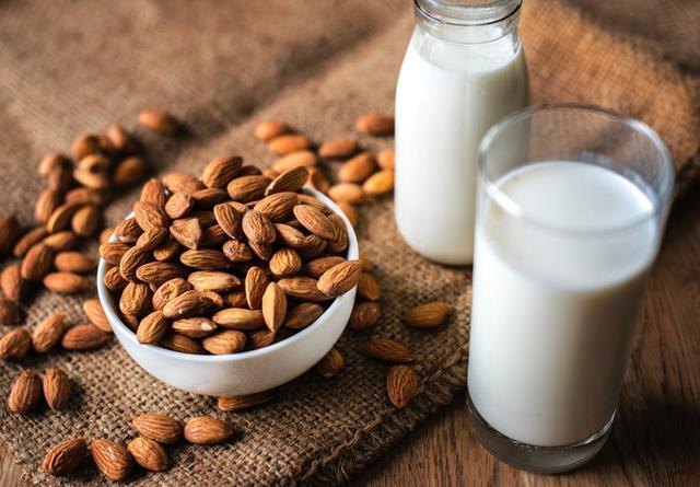 牛奶的战争上海乳业老大苦苦求生,光明乳业还能起死回生吗?