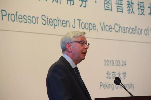 剑桥校长最新回应:剑桥是否和中国大学竞争优质生源?