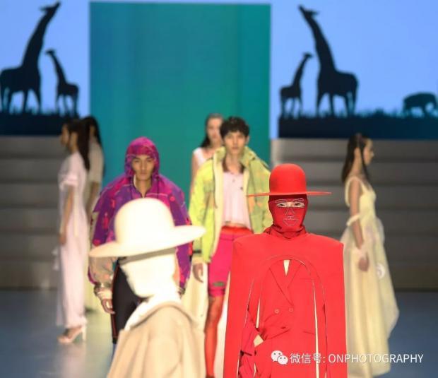 【论摄影】北京国际时装周首秀关注野生动物
