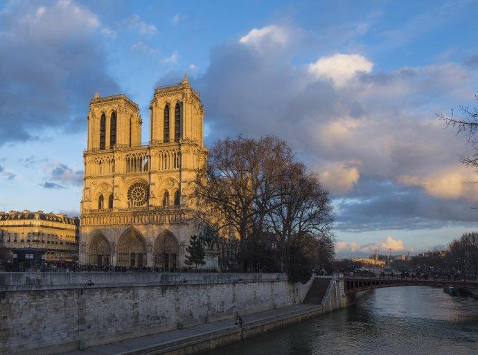 美好事物多短暂,但巴黎圣母院魅力会更长久