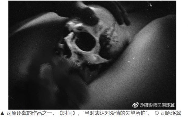和父亲的骨骸合影引争议,我们如何面对死亡?