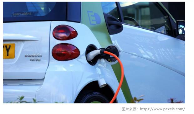 24小时烧了两辆:电动汽车的未来在哪里?