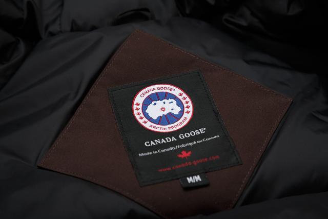 股价闪崩30%,166万件羽绒服蒸发,超级网红加拿大鹅怎么了?