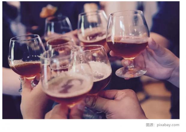 怎么回事?酒精危害健康,饮酒的人却越来越多