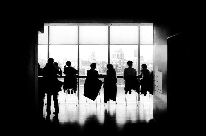 企业高管的薪水为什么能比普通员工高300倍?