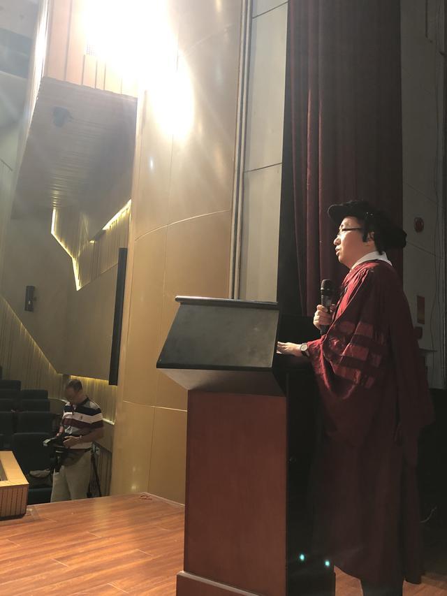 张志安寄语毕业生:我们要学会接受,遗憾是真实生活的真实构成