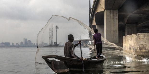 犯罪冲突、鱼类进口和气候变化阴影下的尼日利亚渔业