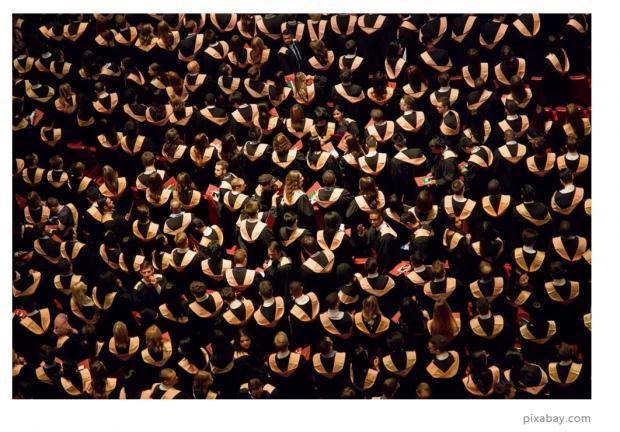 户籍制度下的人口流动,对中国大学生的起薪有何影响?