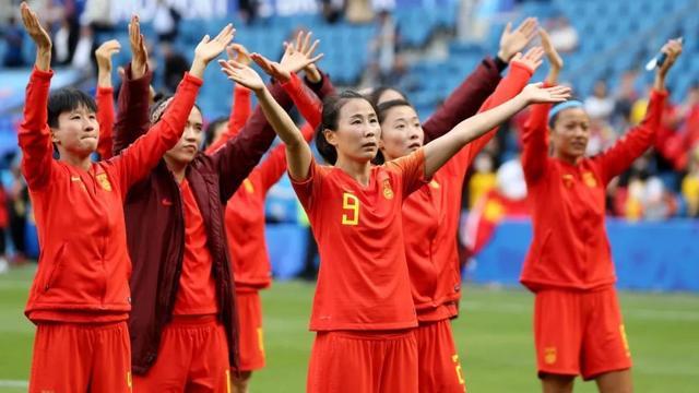 女足总结之二:同一块球场,不一样的命运