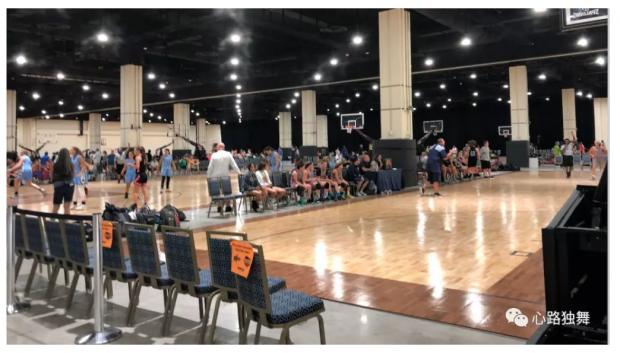 实拍美国篮球的群众基础和商业化程度 局外人完全无法想象