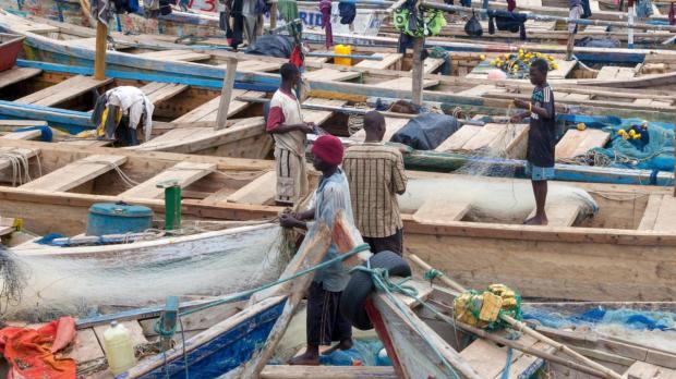 非法捕捞活动威胁加纳渔业社区