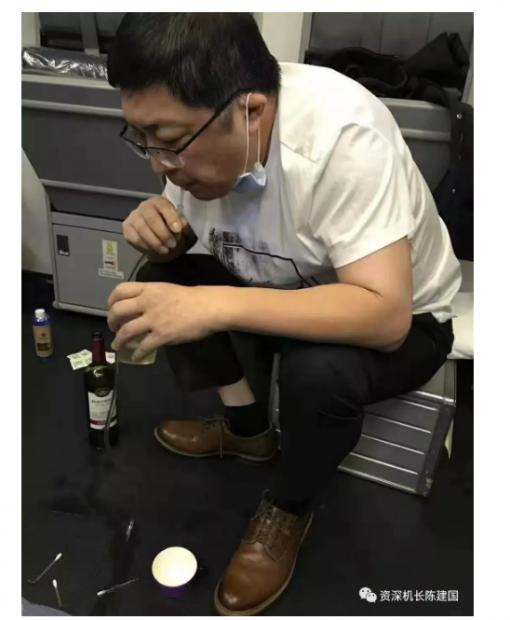 丁香医生可能搞错了:飞机上真没有配导尿管的强制要求
