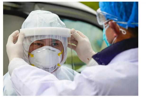 囤口罩自用和慷慨送亲友,哪个更有利于抑制疫情?