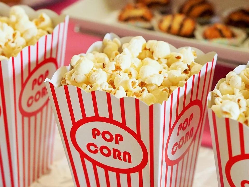 停摆的电影院能靠副业活下去吗?