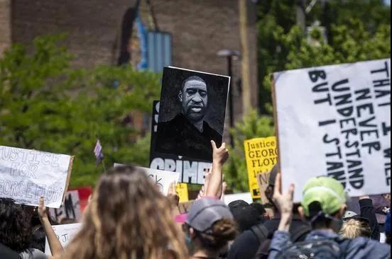 黑人之死:种族冲突背后的两个美国