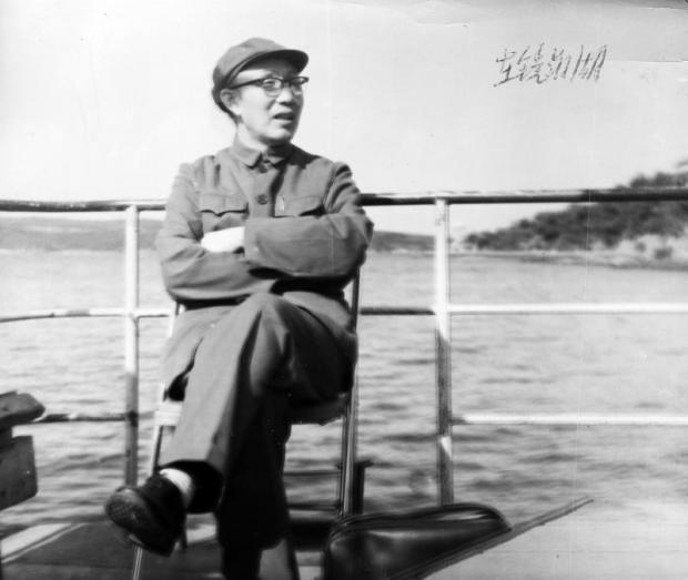 钦州地委书记霍俊峰回忆录