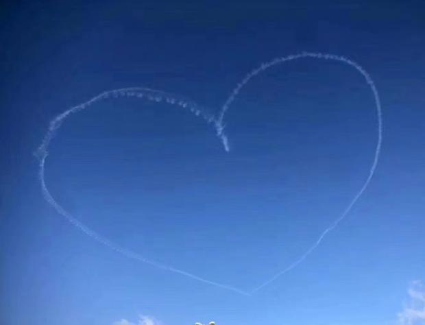 瑞典记疫|来自飞行员的问候,斯德哥尔摩人都在刷屏爱心云