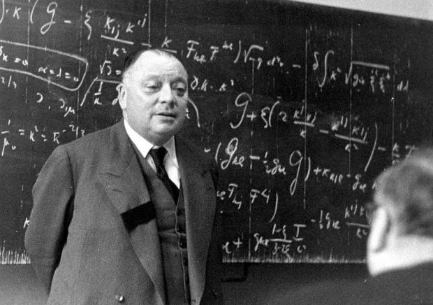 非阿贝尔规范场的起源与争执:关于泡利与杨振宁的轶事