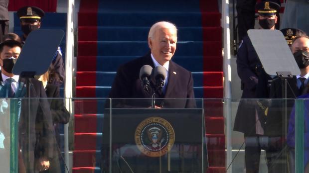 拜登就职演讲全文翻译:国家必须团结,历经考验让美国更强大