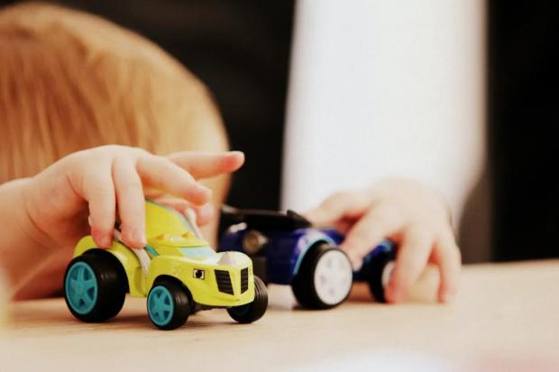 杠精妈妈:玩具买回家那一刻起,家里就不消停了……