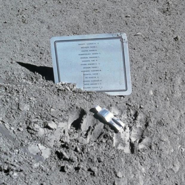 倒下的宇航员,那些能让人类站在星星上的先驱者们