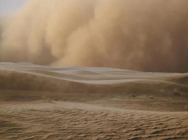 遭受沙尘暴击的蒙古国,在经历什么?