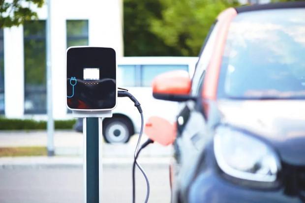 电动汽车 vs. 燃油车,哪个更绿色省钱?