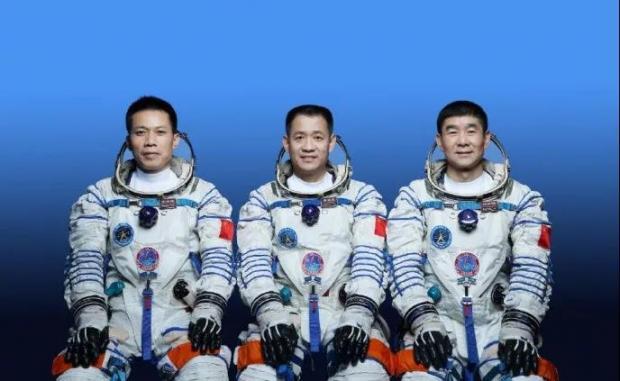 神舟十二号载人飞船发射升空,三名航天员将在太空生活三个月