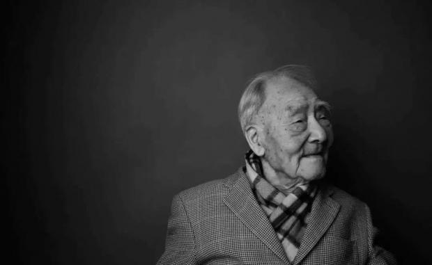 """百岁许渊冲先生辞世:""""诗译英法唯一人"""",他破解了中西方的语言文化密码"""