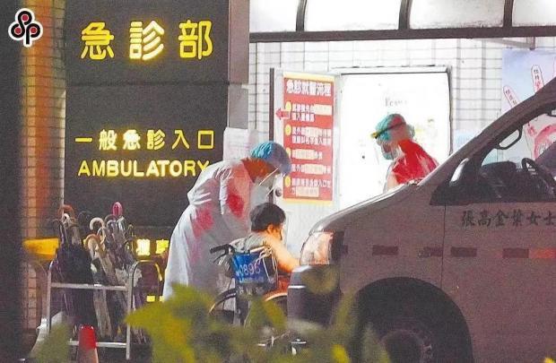 """""""防疫模范""""失守:台湾疫情背后的政治角力"""