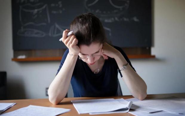 """""""触怒""""了物理学界的黑洞信息悖论,她是如何破解的?"""