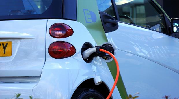 电池行业中报:整体营收同比增逾80% 市盈率远高于A股均值